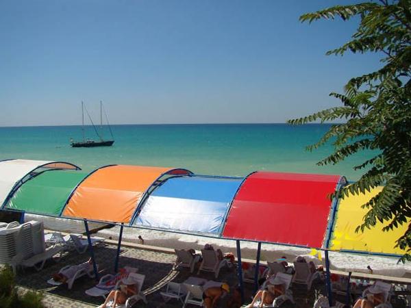 Купить солнцезащитные тенты для пляжа можно  в Крыму и Симферополе можно в компании «Правильные тенты»